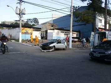 Gol bateu em outros dois veículos que foram removidos do local.
