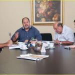 Jonas, o deputado Serfiotis, o ex-prefeito de Porto Real, discutem liberação de   verba foto: gabriel Borg3s (PMBM)