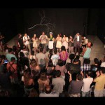 No palco: Atores com ou sem experiência vivem a magia de atuar no teatro (Foto: Bravo)