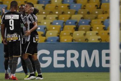 Em pauta: Mais uma vez, patrocínio nas costas da camisa de jogo gerou discussão e polêmica  (Foto: Flickr Botafogo Oficial/Vitor Silva/SSPress)