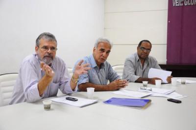 Em debate: Vereadores de Volta Redonda discutem demissões efetuadas na Cruz Vermelha (Foto: Pedro Borges)