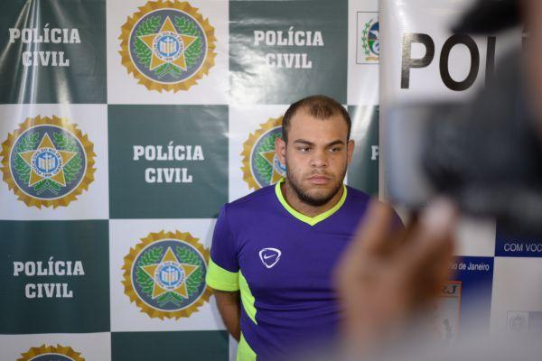 Suspeito: Leonardo Nascente, de 20 anos, foi preso após se apresentar na delegacia (Foto: Felipe Vieira)