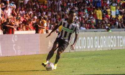 Responsabilidade: Jobson tem sido destaque do Botafogo que lidera o Campeonato Estadual (Satiro Sodre/SSpress/Facebook Oficial do Botafogo)