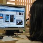 Vantagens: Comodidade de poder comprar sem sair de casa e preços baixos são atrativos da compra online Foto: Arquivo