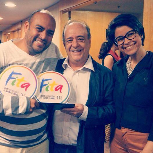 'Fita': Bruno dos Anjos recebendo os prêmios de melhor direção e trilha sonora do curador João Carlos Rabelo e da jurada do júri Popular Fabiana Rabelo