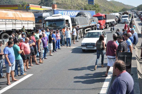 Risco: Estradas podem voltar a sofrer bloqueio em todo o país (Foto: Arquivo)