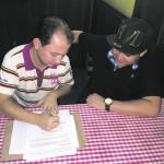 De Volta Redonda para o Brasil: Marcos Paulo e Alecsandro assinam contrato com a Som Livre  (Foto: Divulgação)