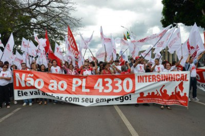 Em  São Paulo, manifestantes interditam Rua da Consolação