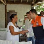 Sob nova direção: Cida aperta a mão do coronel Paulo Renato Vaz que coordenará a Regional da Defesa Civil (Foto: Divulgação)