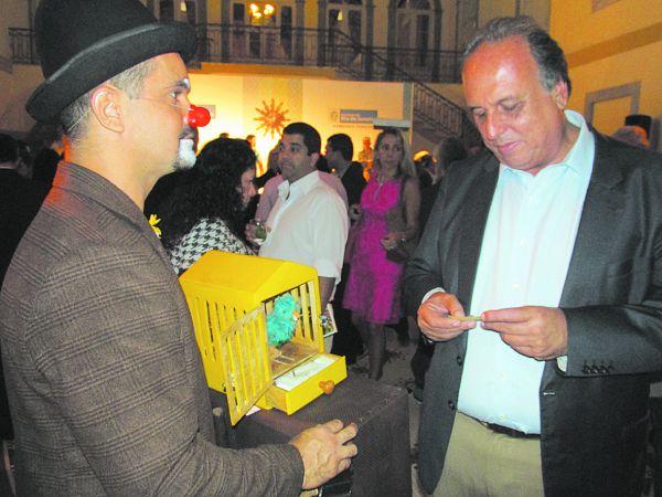 No evento: Palhaço Pamonha (Luciano Araújo) com o Governador Luiz Fernando Pezão (Foto:Divulgação)