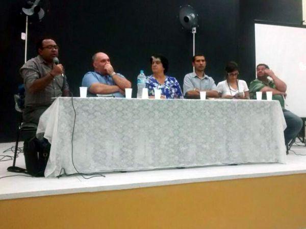 Importante: Durante reunião, dirigente do MST afirmou que debate é fundamental para impedir discursos e propostas vazias ( Foto: Francisca Marques)