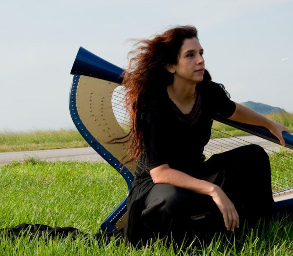 Harpista: Cristina Braga idealizou espaço Uaná Etê, no Vale do Café (Foto: Divulgação)