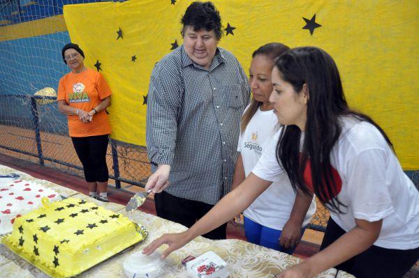Especial: Com direito a bolo, Neto participou de uma café da manhã e com o grupo comemorou antecipadamente o seu aniversário (Foto: Cedida pela PMVR)