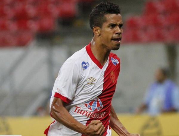 Chegando: Douglas Silva Vieira é uma das apostas do Náutico para encarar o Flamengo