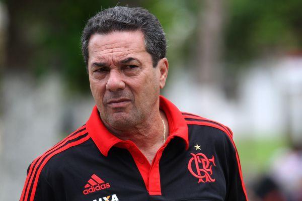 Balançando:  Luxem burgo está cada vez mais questionado por dirigentes e torcedores do Flamengo (Foto: Gilvan de Souza)