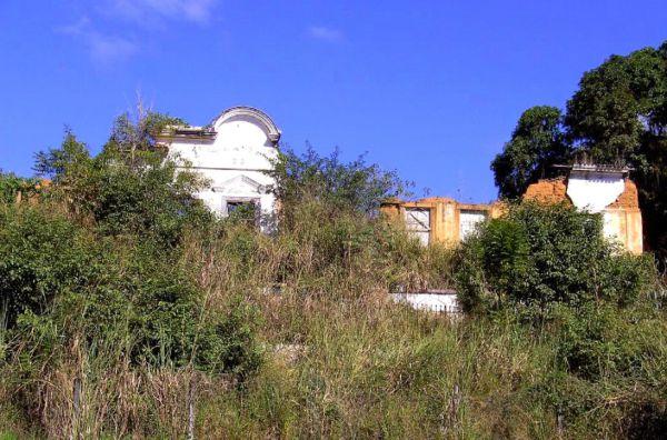 Abandono: Ruínas da casa da Fazenda do Pinheiro, em Pinheiral (foto: site Prefeitura de Pinheiral)