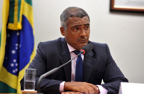 Objetivo: Romário assiste alguns de seus principais adversários caírem em desgraça