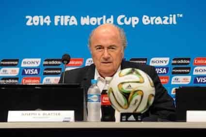 Cercado: Blatter vê situação no comando da FIFA ficar cada vez mais complicada (Foto:Divulgação)