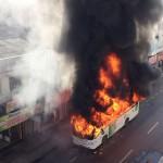 23-06-15 Onibus pega fogo - Amaral Peixoto - divulgacao whatsapp