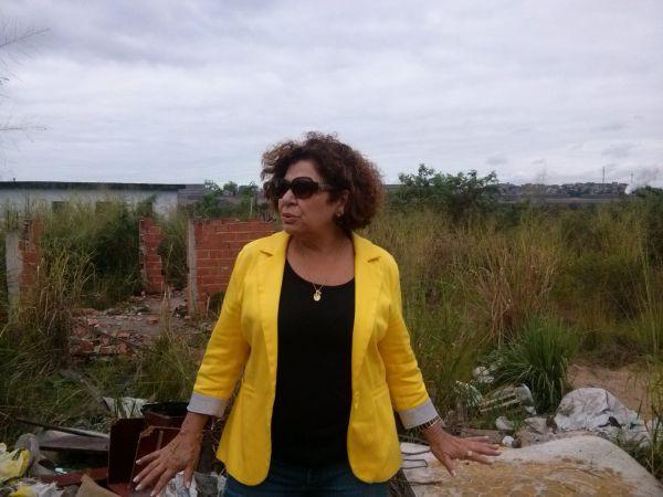 Preocupada: América Tereza busca retomada de obras da Vila da Melhor Idade e pede ao prefeito Neto para mandar limpar terreno