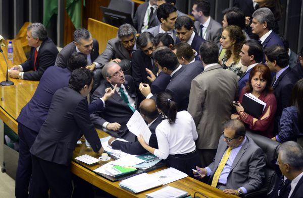 Bombas: Eduardo Cunha cumpre promessa de colocar pautas importantes para discussão em plenário (Foto: ABr)