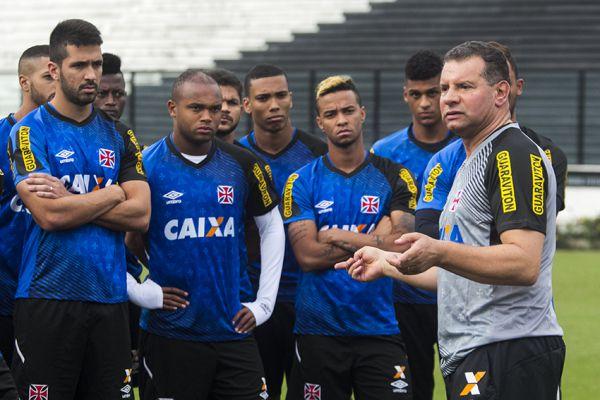 Assume: Celso Roth já começou a trabalhar logo após ser confirmado como novo técnico do Vasco (Foto:Divulgação/vasco.com.br)