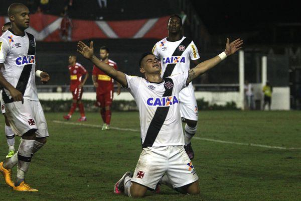 Certeiro: Meia Emanuel Biancucchi comemora o golaço que fez diante do América-RN (Foto: Divulgação)