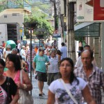 Baixo: Comércio também sente de maneira dolorosa os efeitos da crise econômica (Foto: Arquivo)