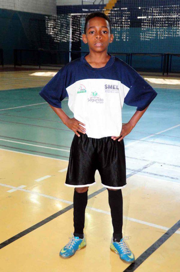 Ídolo: Emerson tem em Pelé o grande espelho para uma carreira de sucesso  (Foto: Paulo Dimas)