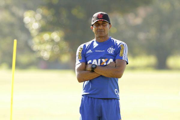 Balança: Cristóvão Borges estaria ameaçado no cargo com a fase inconstante do Flamengo (Foto: Gilvan de Souza)