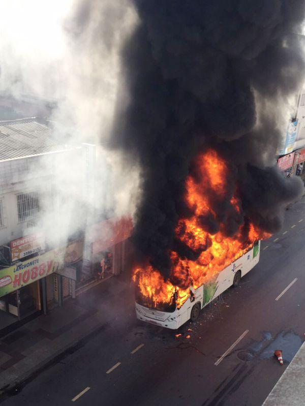 Perigo: Os riscos do nosso transporte coletivo   ( Foto: Enviada pelo Whatsapp )