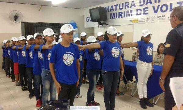 Formados: Alunos, todos moradores do bairro Padre Josimo, participaram da 11ª Turma da Guarda Mirim (Foto: Divulgação)