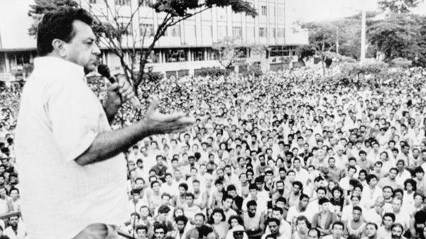 Juarez Antunes levava multidões de metalúrgicos às assembleias que realizava, na época, em Volta Redonda