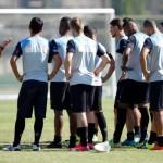 No papo: Ricardo Gomes conversa com elenco sobre importância do jogo (Foto/Vitor Silva/SSPress)