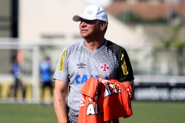 Tabela: Celso Roth sabe da necessidade do Vasco vencer o adversário direto de logo mais (foto: Divulgação)