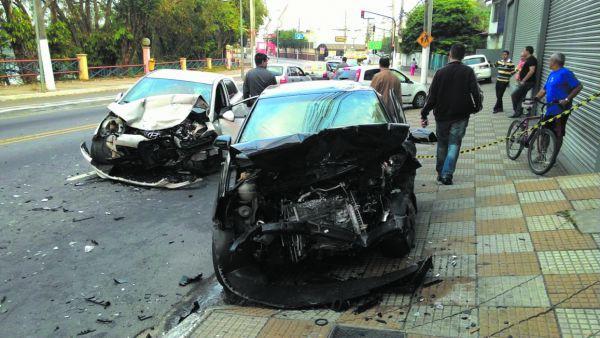 Durante a semana: Jovem morreu em Volta Redonda quando o carro em que estava com o namorado colidiu de frente com outro veículo (Foto: Arquivo)