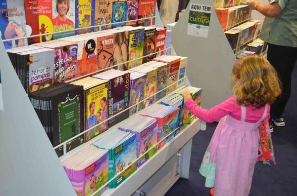 Desde 2011: Projeto viabiliza o acesso à cultura através da venda de livros a preços populares (Foto: Divulgação)