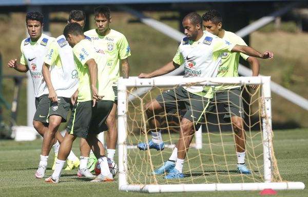 Treinando: Seleção Brasileira se prepara para encarar os Estados Unidos (Foto: Rafael Ribeiro)