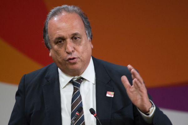 No vermelho: Pezão prevê que governo terá receitas menores que despesas em 2016