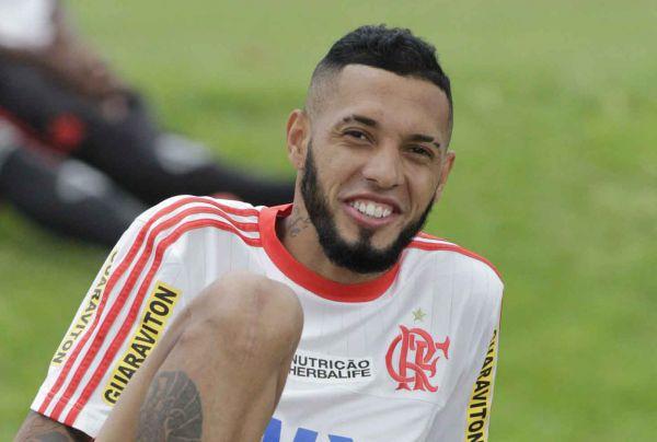 Otimismo: Paulinho aposta em dias melhores para o Flamengo (Foto: Gilvan de Souza)