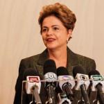 Dilma: 'Se ele (Levy) fica, é porque concordamos com a política econômica dele'