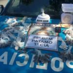 Tráfico: Maconha, cocaína, pedras de crack e material para endolação das drogas foram encontrados numa casa do bairro Açude IV (Foto: Cedida pela PM)