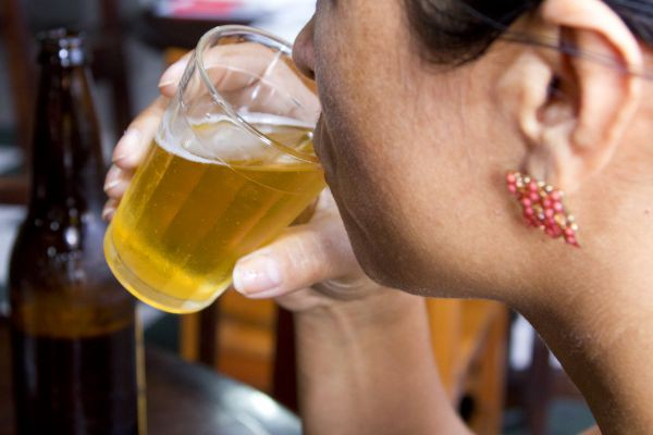 Jovens têm comportamento de risco após ingerir álcool, diz pesquisa
