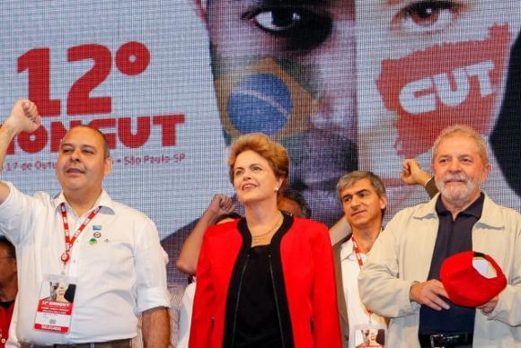 Ao discursar na abertura do 12º Congresso da CUT na noite dessa terça-feira (13), no Palácio das Convenções do Anhembi, zona Norte de São Paulo, a presidenta Dilma Rousseff criticou os que querem o seu impeachment (Roberto Stuckert Filho/Presidência da República)