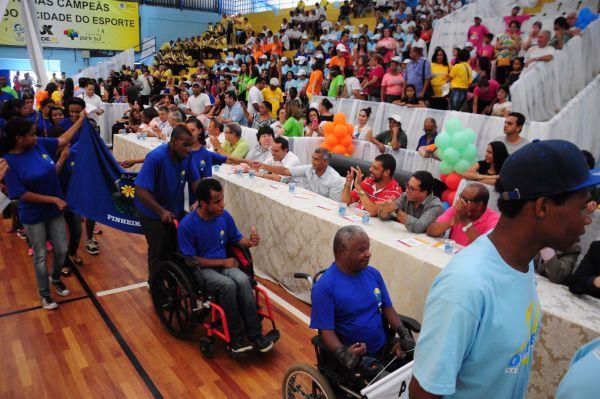 Prefeito Neto, senador Romário, deputado Deley, vereadores, secretários entre outras autoridades prestigiam evento na Ilha São João (foto: Paulo Dimas)