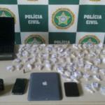Crime: Celulares, notebook e um Ipad foram encontrados na casa do suspeito, além de 90 pinos de cocaína (Foto: Cedida pela Polícia Civil)