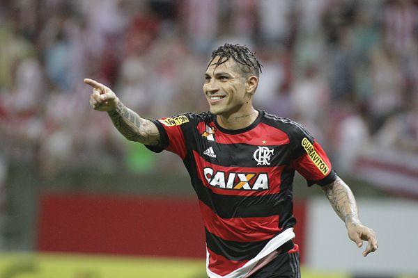 Reforço: Guerrero ficou no banco no meio de semana após atuar contra o Brasil pelas Eliminatórias e volta neste domingo (Foto: Arquivo)