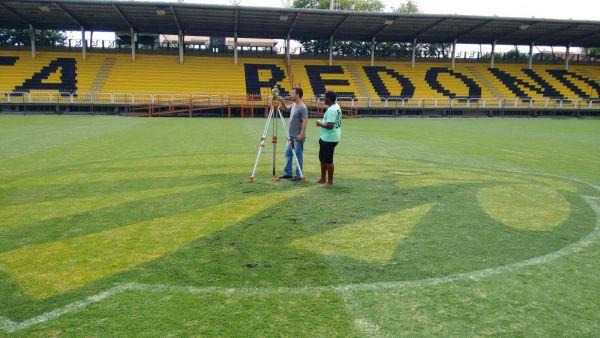 Aprovado: Técnicos da empresa SD Plan realizaram medições e análises do gramado no Raulino