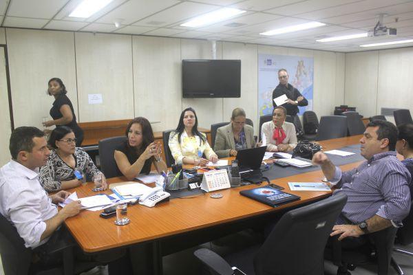 Reunião: Ana Paula pede que Estado intensifique combate ao Aedes Aegypti