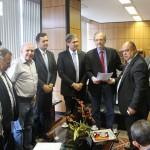 Sindicalistas e deputados se encontram com ministro do Trabalho, em Brasília